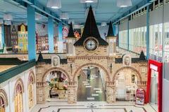 Khimki, Россия - 13-ое февраля 2016 Мебель в грандиозных покупках мебели, самый большой специализированный магазин детей Стоковые Фотографии RF