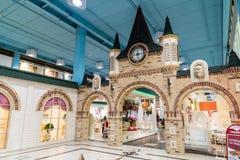 Khimki, Россия - 13-ое февраля 2016 Мебель в грандиозных покупках мебели, самый большой специализированный магазин детей Стоковое фото RF