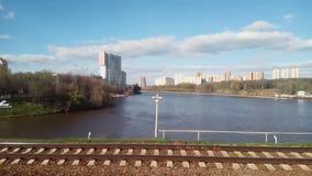 Khimki-Park und der Moskva-Fluss stock footage