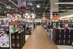 Khimki, Rússia - 22 de dezembro de 2015 Grandes lojas de cadeia interiores de Mvideo que vendem a eletrônica e os aparelhos eletr Fotos de Stock Royalty Free
