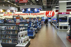 Khimki Rosja, Grudzień, - 22 2015 Wewnętrzne Mvideo wielkie sieci domów towarowych sprzedaje elektronika i gospodarstw domowych u Zdjęcie Royalty Free