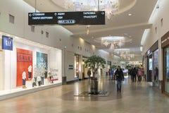 Khimki Rosja, Grudzień, - 22, 2015 Wnętrze wielki zakupy centrum handlowe Mega Zdjęcie Royalty Free