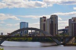 Khimki Rosja, Maj, - 30 2017 kolejowy most przez Moskwa kanał Fotografia Stock