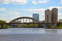 Khimki Rosja, Maj, - 30 2017 kolejowy most przez Moskwa kanał Obrazy Stock