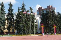 Khimki, Rusia 3 de septiembre 2016 el edificio de la administración en cuadrado central Fotografía de archivo libre de regalías