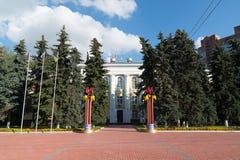 Khimki, Rusia 3 de septiembre 2016 el edificio de la administración en cuadrado central Imágenes de archivo libres de regalías