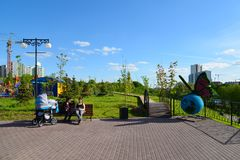Khimki, Rusland - Mei 30 2017 Het spel van kinderen complex in de kust van parkeco Royalty-vrije Stock Afbeeldingen