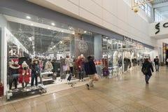 Khimki, Russland - 22. Dezember 2015 Der Innenraum des großen Einkaufszentrums Mega- Stockbilder