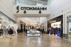 Khimki, Russland - 22. Dezember 2015 Der Innenraum des großen Einkaufszentrums Mega- Stockfoto