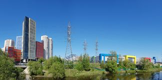 Khimki, Russland - 10. Mai 2018 Ansicht Geschäftszentrum von Aero Stadt und von Torzhok-Einkaufszentrum Stockfotografie