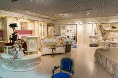 Khimki Ryssland - Februari 13 2016 Barns möblemang i storslagen möblemangshopping, den största specialiteten shoppar Arkivbild