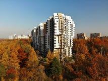 Khimki Ryssland - Oktober 17 2018 bostads- komplexvänstersidabank Dubrava royaltyfri fotografi