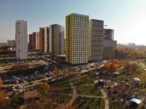 Khimki Ryssland - Oktober 17 2018 Moderna bostads- byggnader i det Levoberezhny området royaltyfri foto