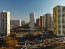Khimki Ryssland - Oktober 17 2018 Moderna bostads- byggnader i det Levoberezhny området royaltyfria bilder
