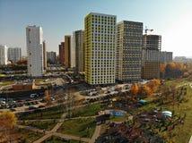 Khimki Ryssland - Oktober 17 2018 Moderna bostads- byggnader i det Levoberezhny området arkivbilder