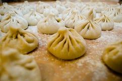 Khinkali饺子被充塞的面团 免版税库存图片