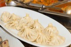 Khinkali georgiano delicioso apetitoso del plato en una placa blanca Fotos de archivo libres de regalías