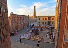 Khiva: Marktplatz auf Sonnenuntergang lizenzfreie stockfotografie