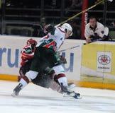 KHL hockey Automobilist versus Staven AK Stock Afbeeldingen