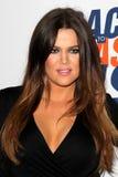Khloe Kardashian chega na 19a raça anual para apagar a gala do MS imagem de stock