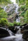 Khlong在泰国的Kamphaeng Phet省的Lan瀑布 库存图片