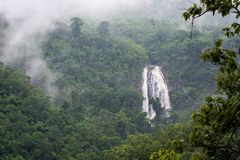 Khlong在Khlong Lan国家公园Kamphaeng Phet的Lan瀑布 免版税库存图片