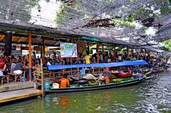Khlong拉特Mayom浮动市场在曼谷 库存照片