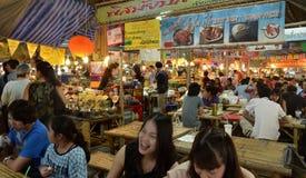 Khlong拉特Mayom浮动市场在曼谷 免版税库存照片
