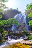 Khlong lan瀑布在国家公园 库存图片