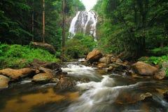 Khlong Lan瀑布, Khlong Lan国家公园泰国 免版税库存照片