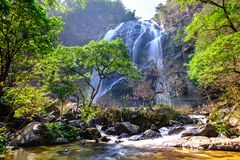 Khlong lan-Wasserfall im Nationalpark stockfotografie
