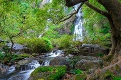 Khlonglan de waterval is mooie Watervallen in de regenwoudwildernis Thailand stock afbeelding