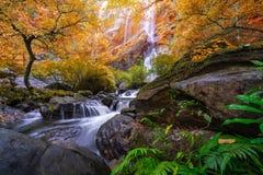 Khlonglan de waterval is mooie Watervallen in de regenwoudwildernis Thailand royalty-vrije stock foto