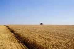 Khmelnitskiy, Ucrania - 23 de julio: Harve moderno de la cosechadora de John Deere imagen de archivo
