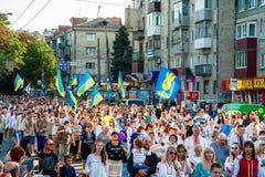 Khmelnitsky, Ουκρανία - 24 Αυγούστου 2018 Άνθρωποι σε παραδοσιακό Ukr στοκ εικόνες