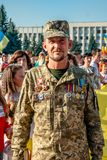 Khmelnitsky, Украина - 24-ое августа 2018 Ветеран войны на hol стоковые фото