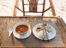 Khmer amok avec de la salade de riz et de légume Image libre de droits