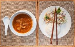 Khmer amok avec de la salade de riz et de légume Photo libre de droits