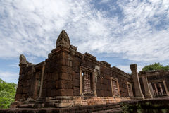 Khmer ruin under blue sky Royalty Free Stock Images