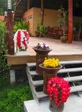 Kho Lipe, Satun, Thailand - Februari 06, 2011: Den huvudsakliga ingången till bergsemesterorten, Koh Lipe royaltyfria foton