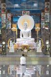 Khon Kaen, Thaïlande - 2 août 2017 : Wea bouddhiste asiatique de femme photo libre de droits