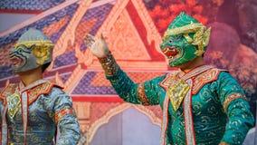 Khon - thailändsk traditionell maskeringsdans Arkivbilder