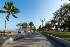 Khor Fakkan, Ηνωμένα Αραβικά Εμιράτα - 16 Μαρτίου 2019: Δημόσια παραλία Fakkan Khor στο εμιράτο της Σάρτζας στα Ηνωμένα Αραβικά Ε στοκ εικόνες