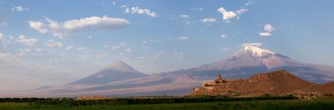 Khor Virap auf dem Hintergrund von Ararat Stockbilder