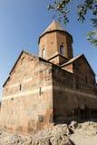 Khor Virap den djupa fängelsehålan är en lokaliserad armenisk kloster Royaltyfri Fotografi