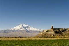 Khor Virap och Mount Ararat royaltyfria bilder