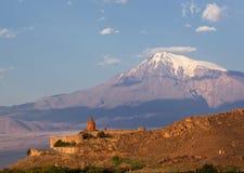Khor Virap på bakgrunden av Ararat Arkivfoton