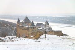 Khotyn fästning på en kall vinterdag Arkivfoto