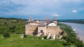 Khotyn-Festung an einem sonnigen Tag lizenzfreie stockfotos