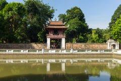 Khue Van Cac o Stelae de doctores en el templo de la literatura o de Van Mieu El templo recibe a la academia imperial, Vietnam pr Fotografía de archivo libre de regalías